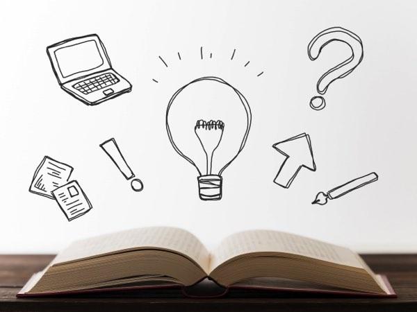電球と本とパソコン