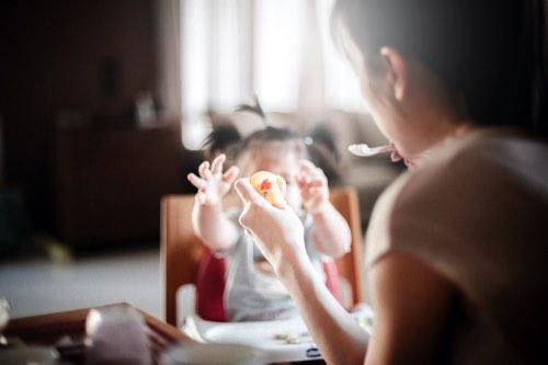 赤ちゃんとママのお食事タイムの様子